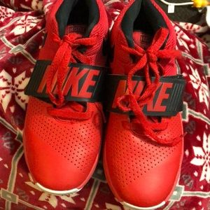 Nike youth tennis shoes